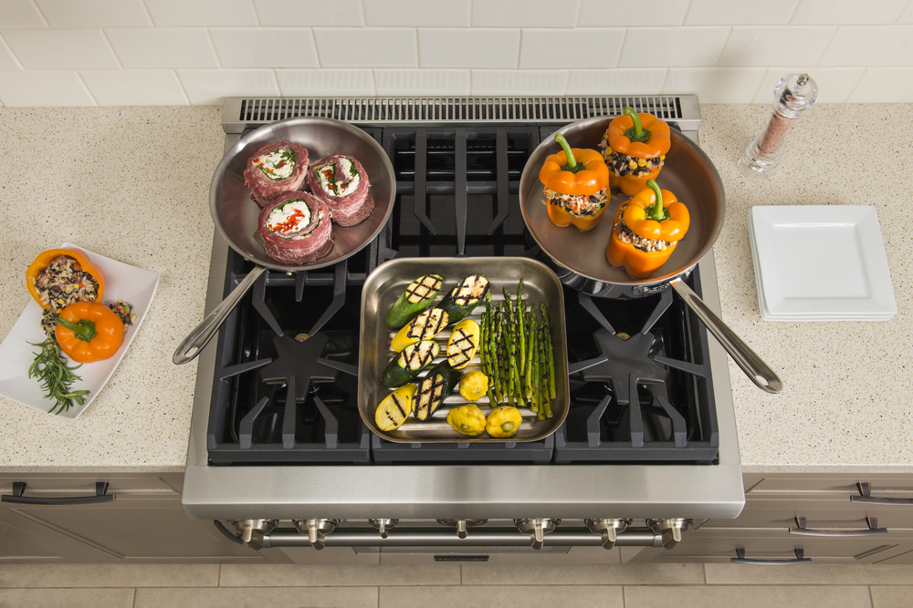 Best of #KBIS2015: Thermador's Five Burner Pro Harmony Range / cooking appliance | Carla Aston reporting from Modenus' #BlogTourVegas | Image via: Thermador.com