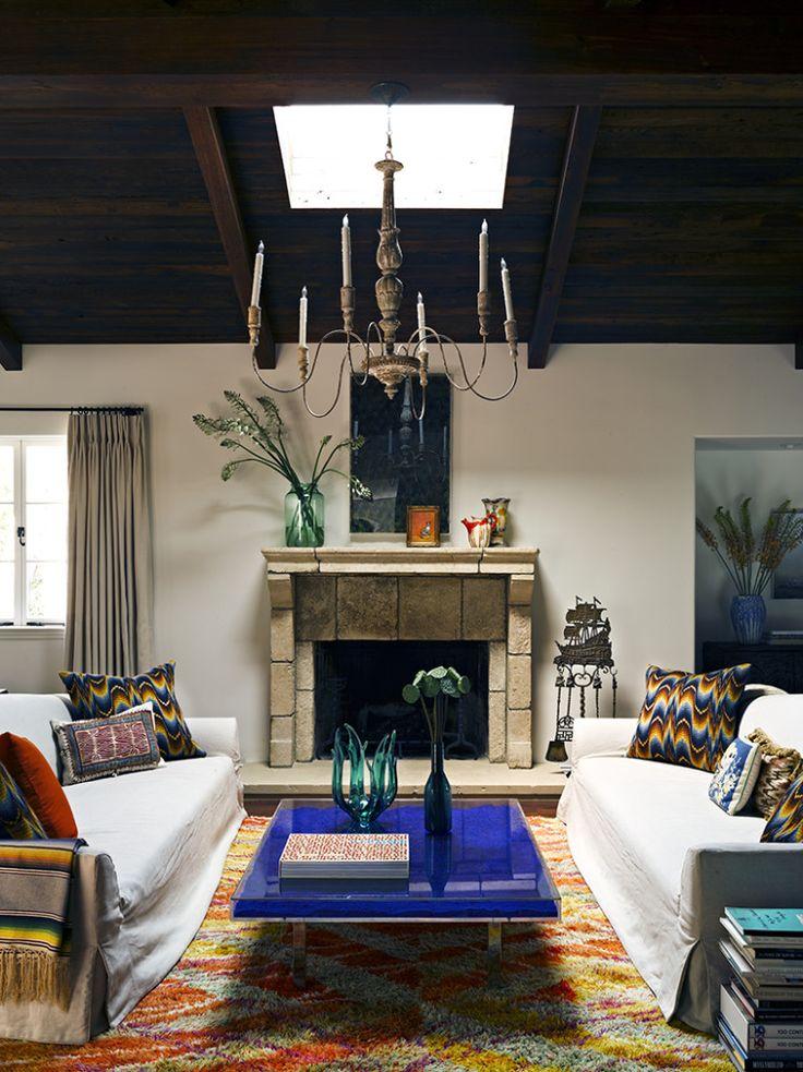 10 must have furnishings decor colored in vivid cobalt for Cobalt blue living room