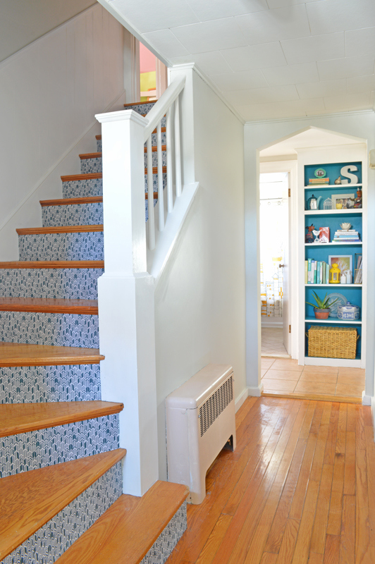 MUST-SEE:  A Plain Stairwell Gets a Playful Pop  >  http://www.housebeautiful.com/design-inspiration/home-makeovers/a3579/stairs-fabric-update/  —  This is a great little stair makeover from House Beautiful. It's amazing how a little bit of paint and pattern can create such a wonderful look!   | Image source: House Beautiful