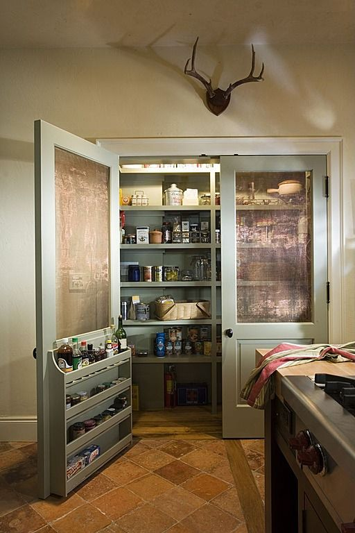 Screen pantry doors in kitchen | Img source: Zillow