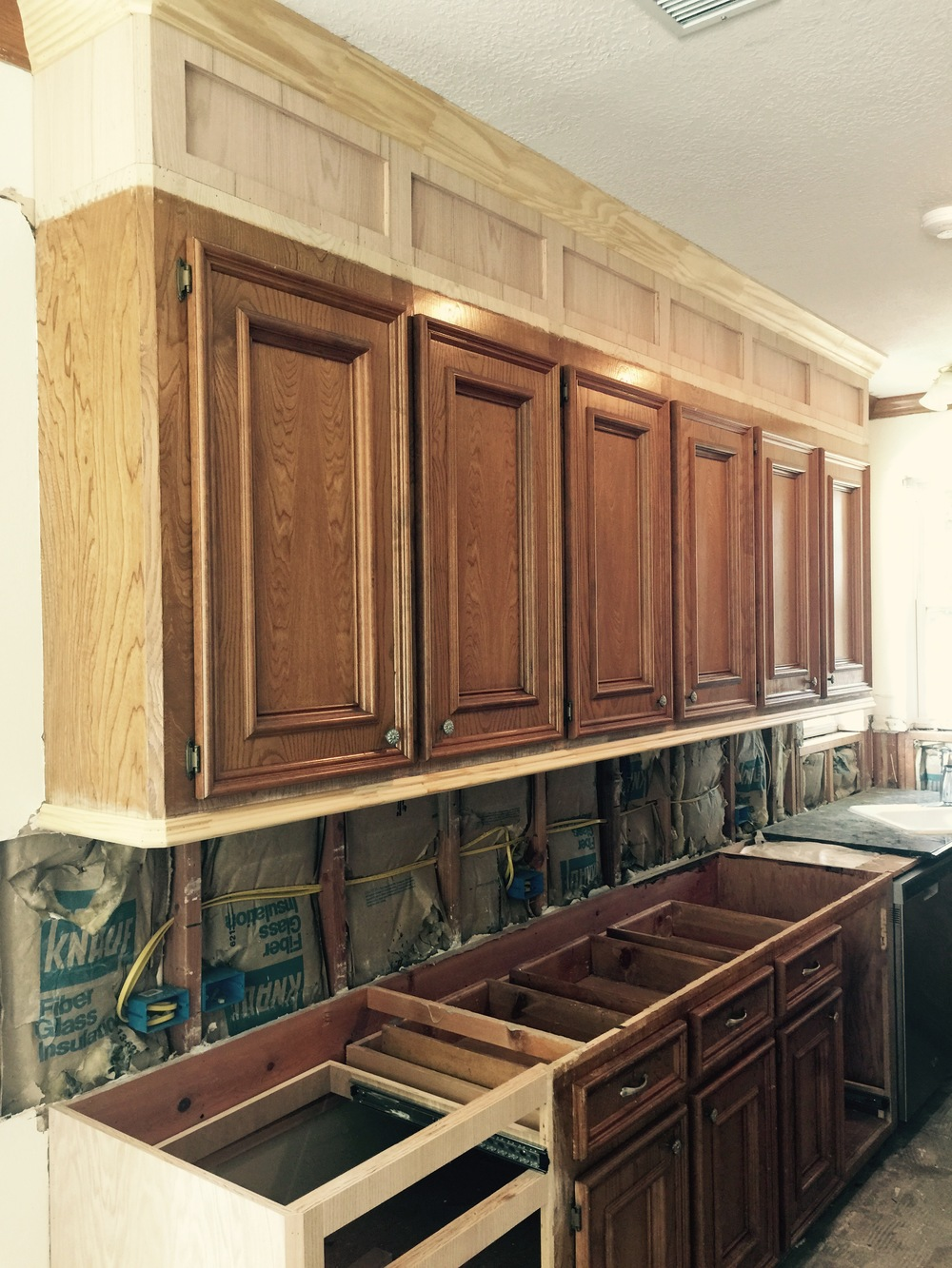 How to make ugly cabinets look great designed for Making old kitchen cabinets look modern