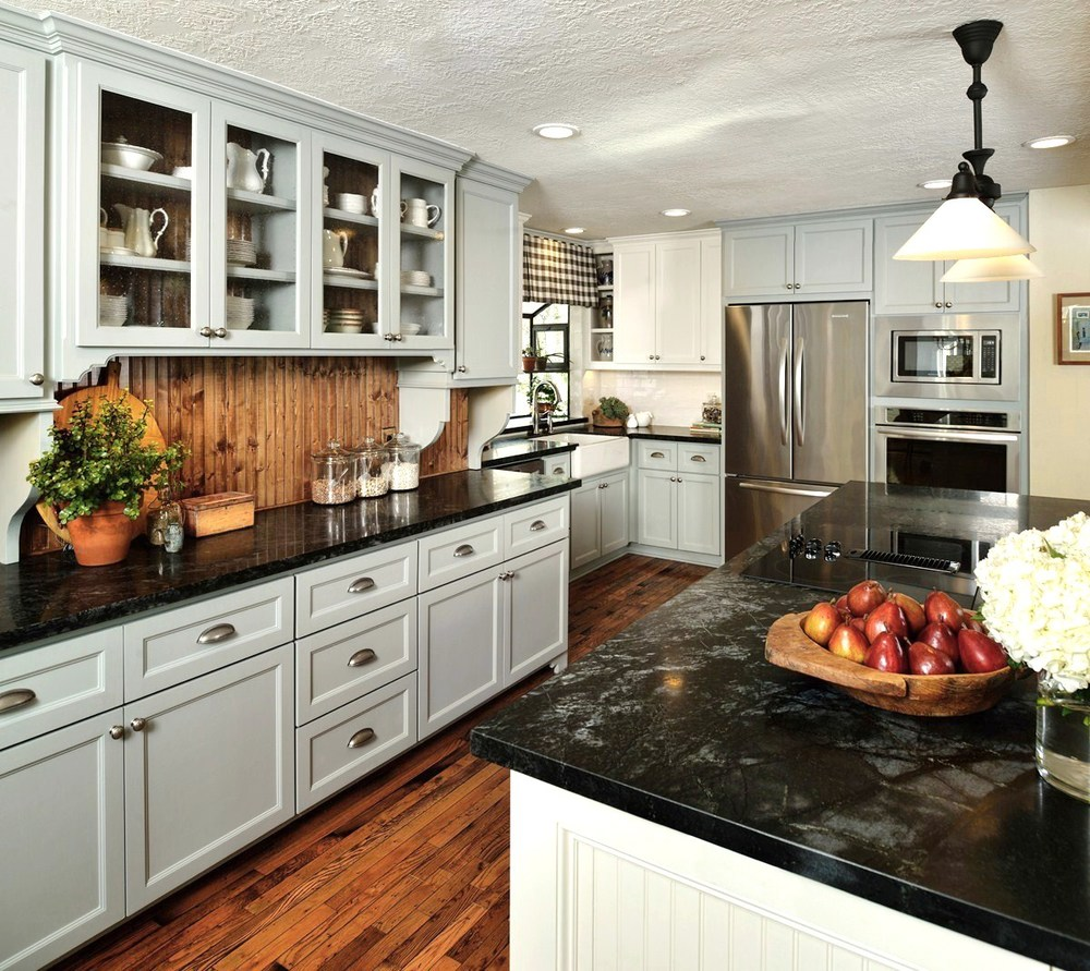 Country cottage style kitchen, Designer: Carla Aston