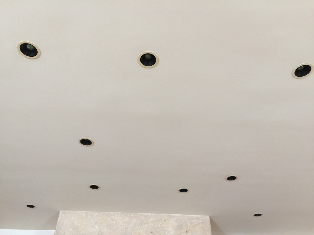 How To Make Your Ceiling\'s Recessed Lighting Look Its Best (And How ...