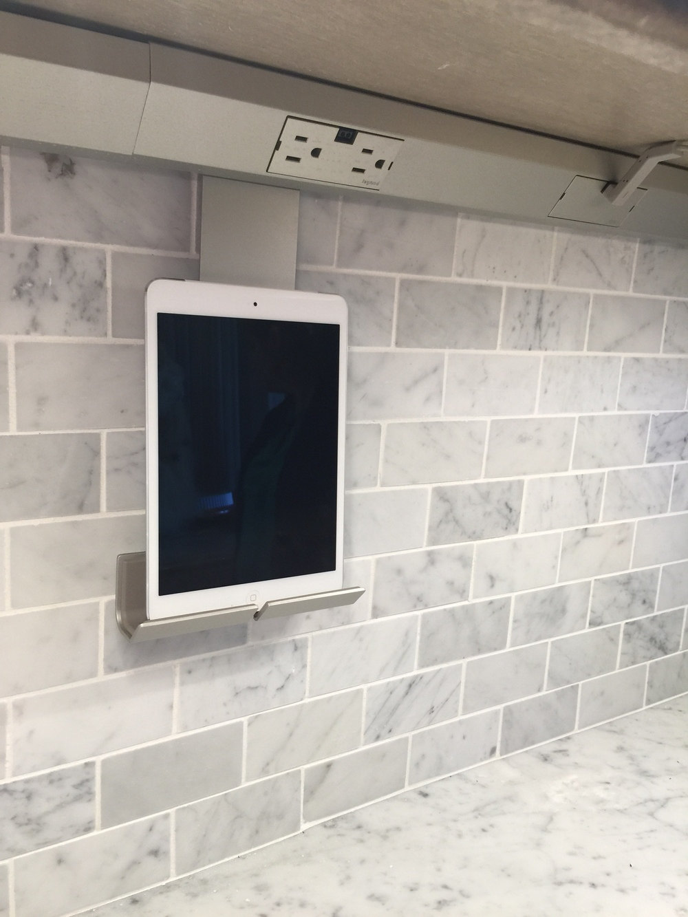 Kitchen outlet with iPad stand