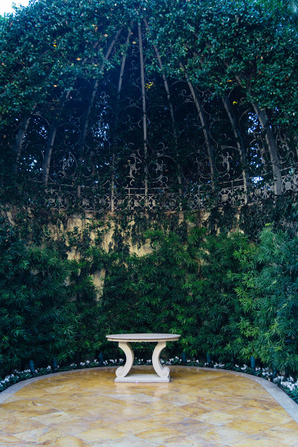 Wynn Hotel's wedding venue, garden, rotunda | Photographer: Tori Aston