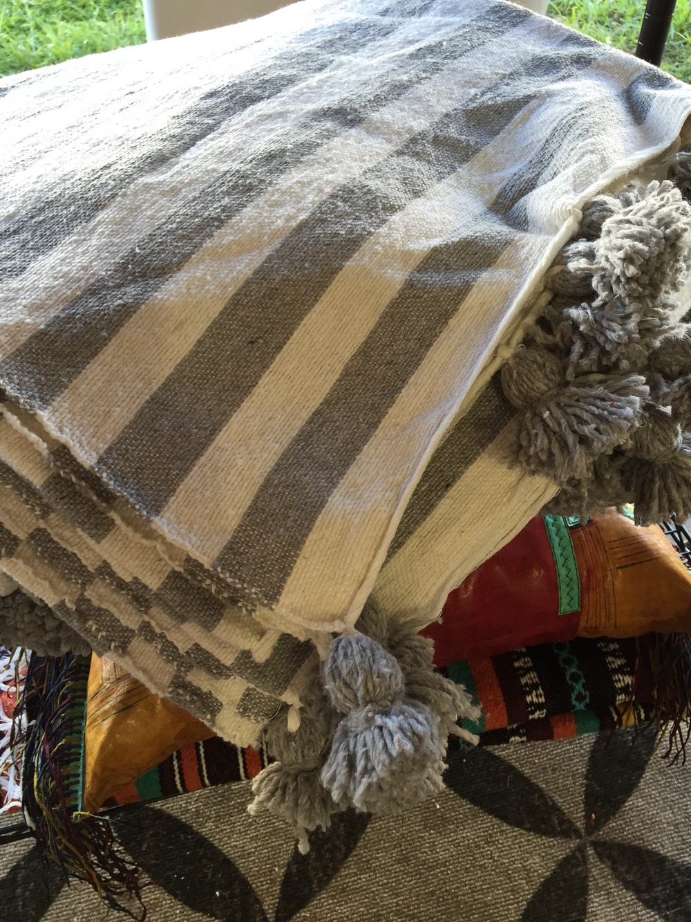 Moroccan blanket and pillows | Antevasins