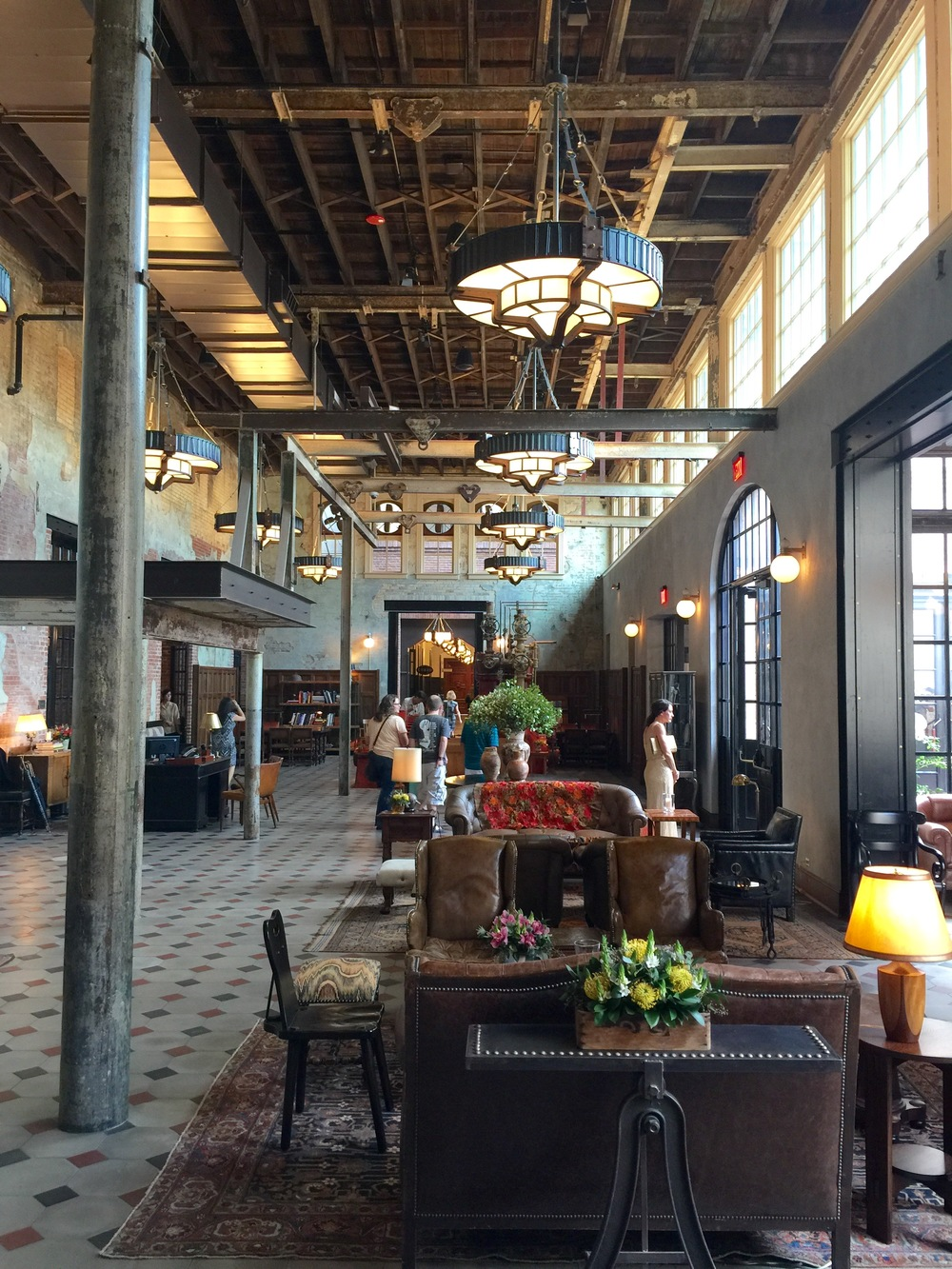 Must see 39 hotel emma 39 a hotel that 39 s texan rustic for Industrial hotel design