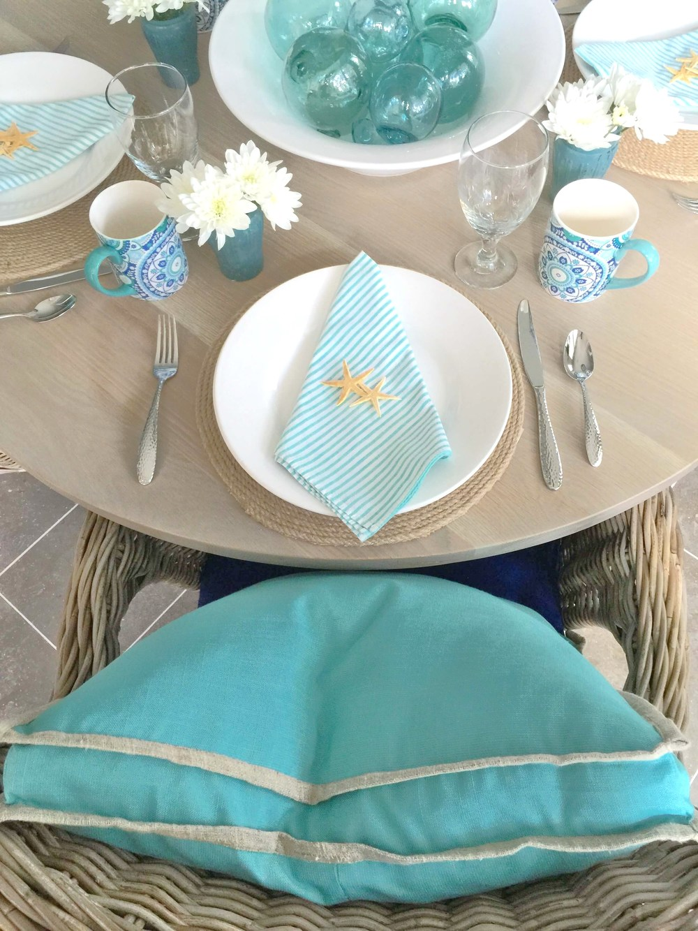 Coastal tabletop, beach-inspired entertaining | Interior Designer: Carla Aston