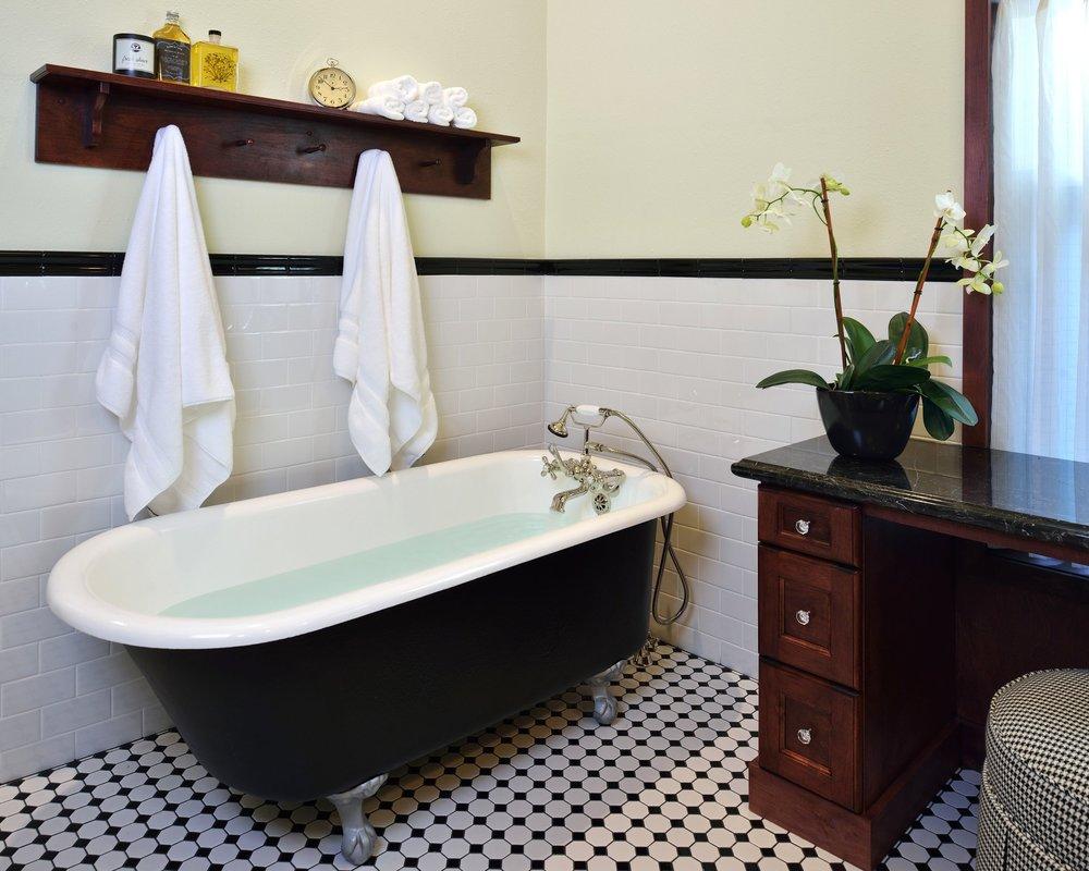 Simple Interior Designer Carla Aston