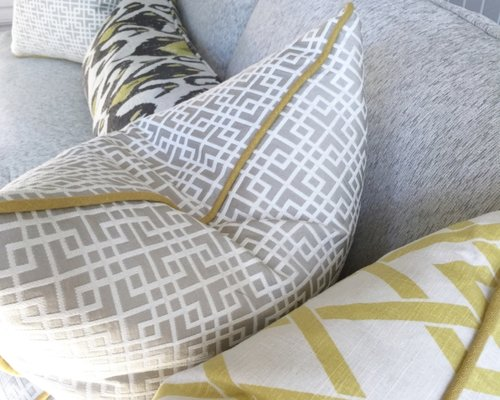 How To Pick A Sofa how to pick perfect decorative throw pillows for your sofa, bed or