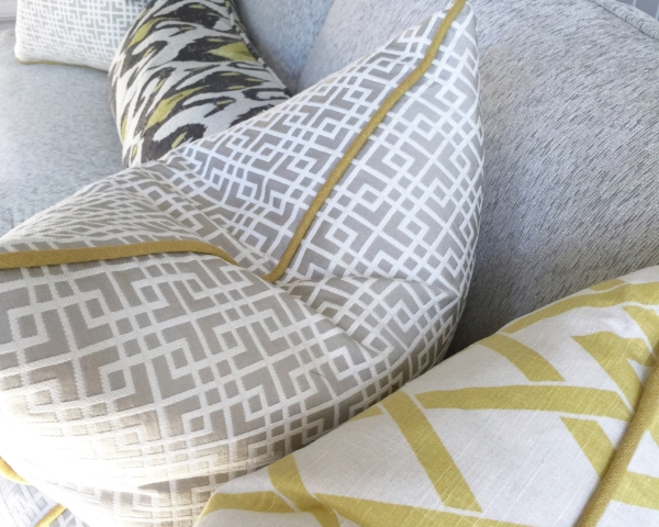 How To Pick Perfect Decorative Throw Pillows For Your Sofa