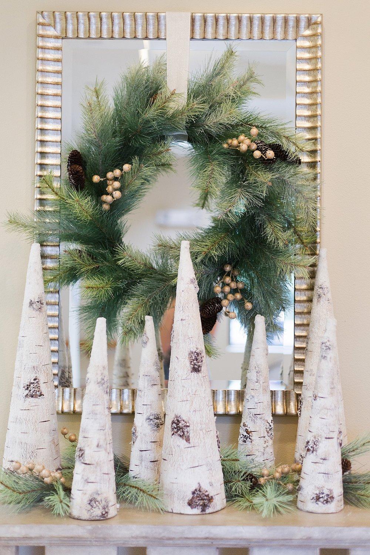 Woodlands Christmas decor on console #christmasdecorating #christmaswreath