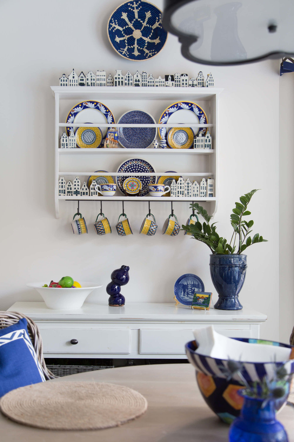 Plate rack with Italian plates on the wall - Breakfast room and kitchen remodel, before and after - Carla Aston, Designer