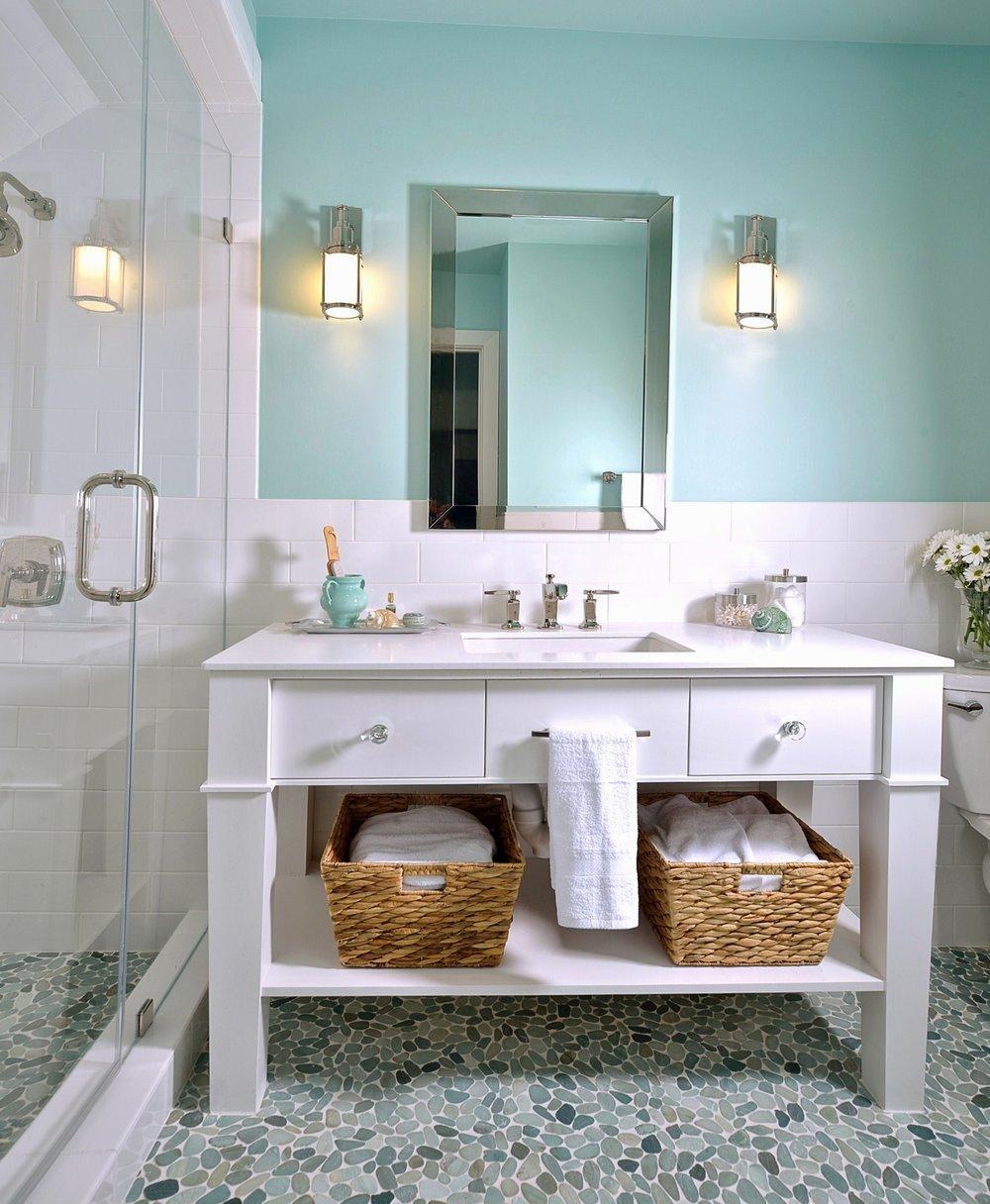 Girlu0027s bathroom with subway tile walls