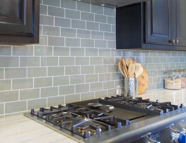 Kitchen glass tile backsplash | Carla Aston, Designer | Tori Aston, Photographer