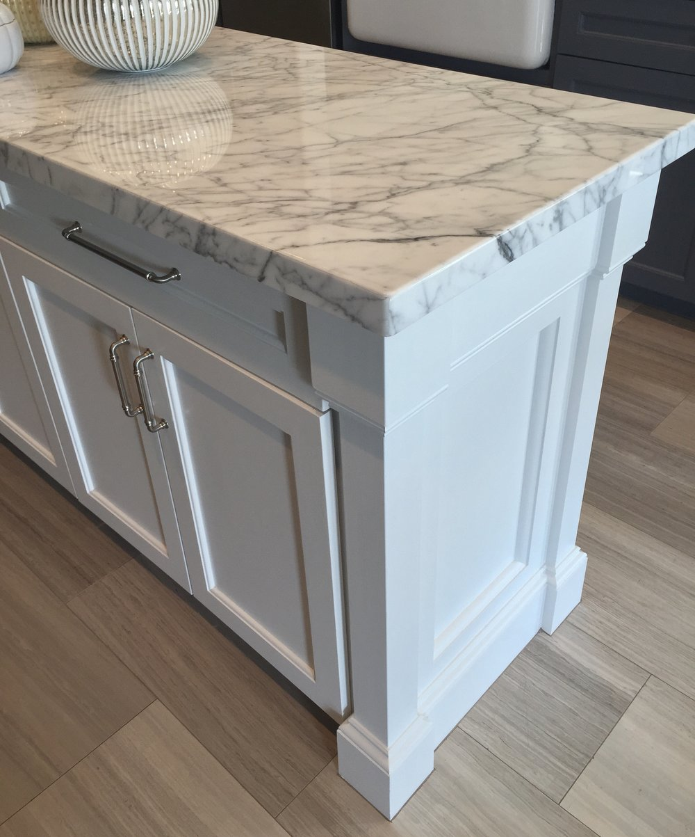White marble countertop on kitchen island - Carla Aston Designer