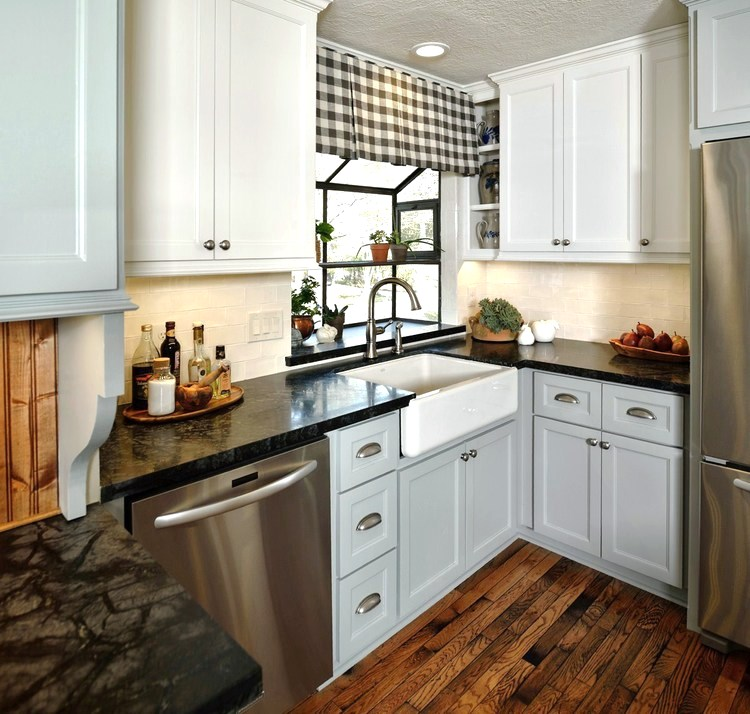 Farmhouse country kitchen with white subway tile