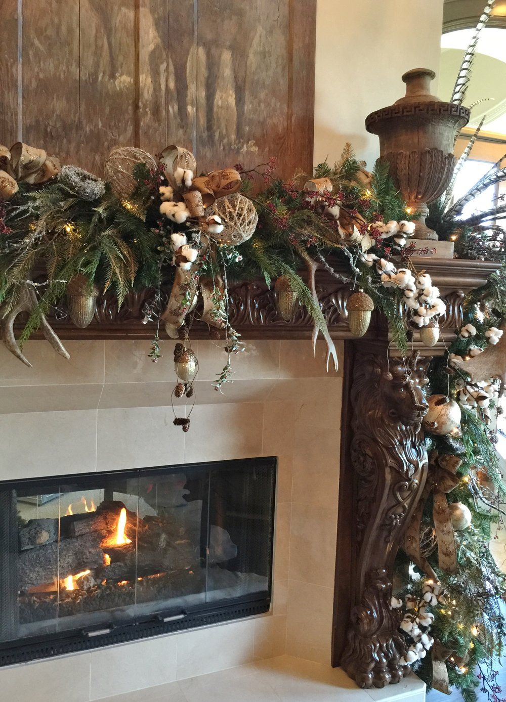 Holiday Showhouse, Study fireplace mantel decor - Designer: Teena Caldwell #christmasdecor #manteldecor