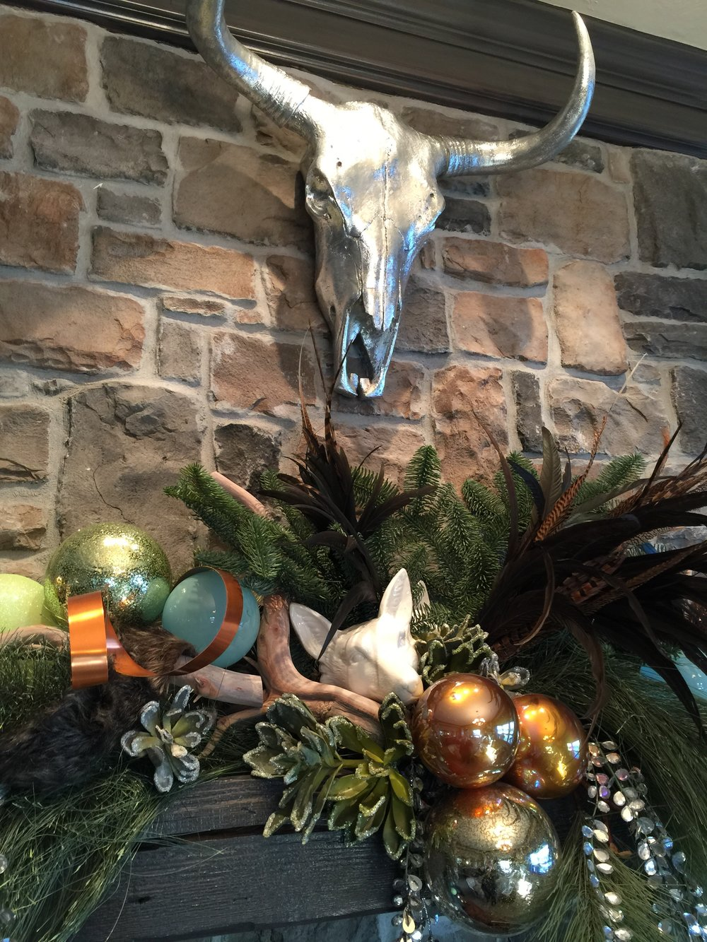 Holiday Showhouse, Christmas mantel decor - Designer: Donna Jarnigan #christmasdecor
