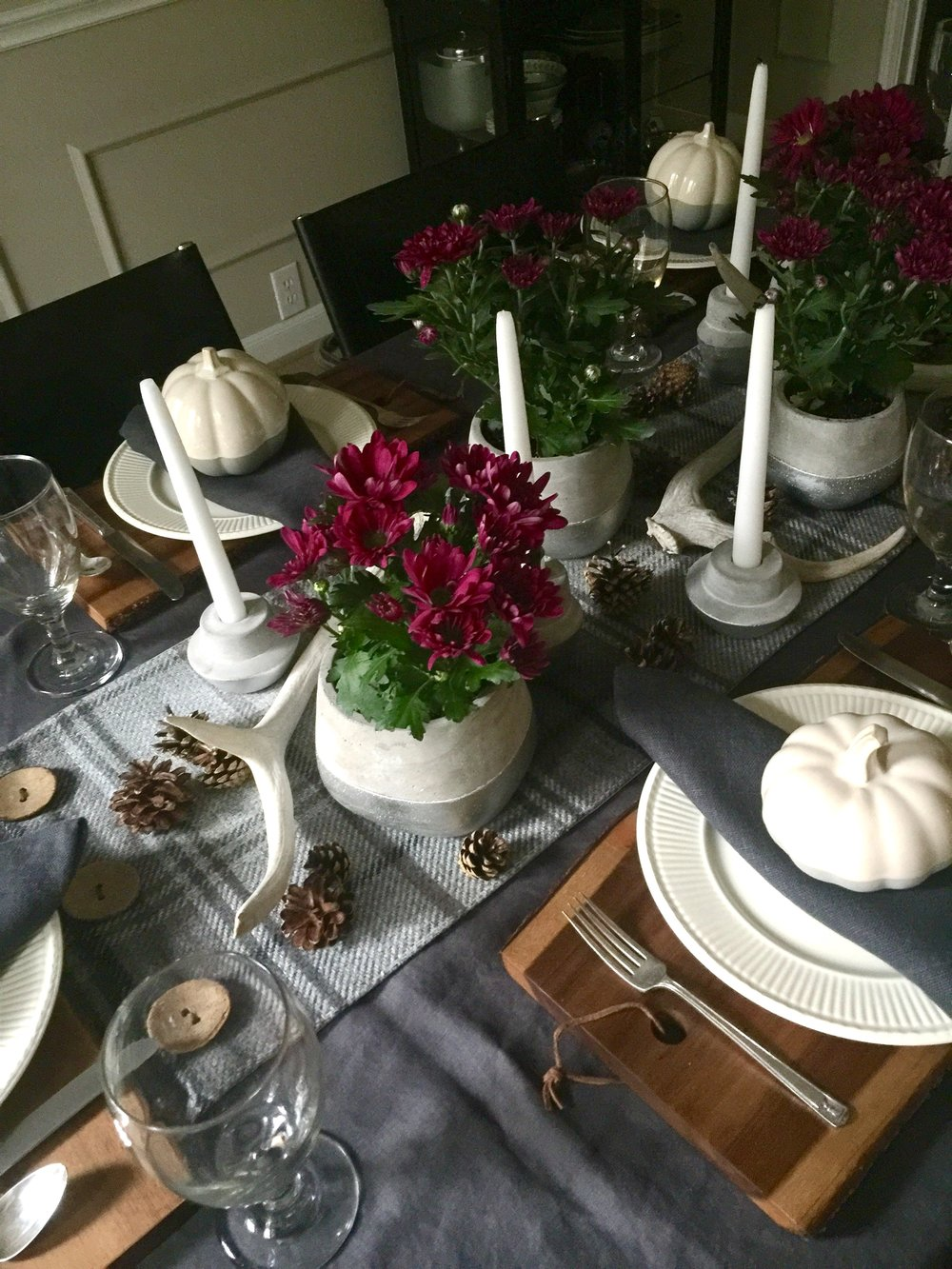 Dining room tablesetting with centerpiece for Thanksgiving #tabletop #tablesetting #thanksgiving #entertaining #antlers #creamware #pumpkins #cuttingboard