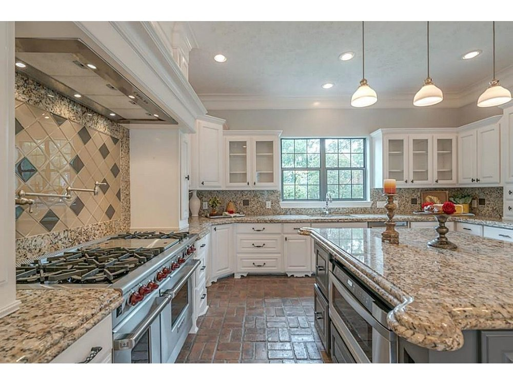 Which kitchen countertops to choose when  you can't afford to redo them all, granite countertops, quartz countertops | #kitchencountertops #granitecountertops #quartzcountertops #kitchenremodel #countertops