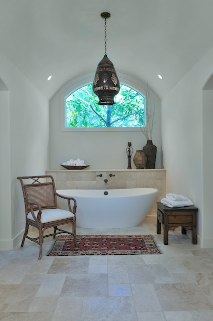 Free standing tub - Interior design trend that will keep on being popular in 2018 #interiordesigntrends #2018trends #freestandingtub