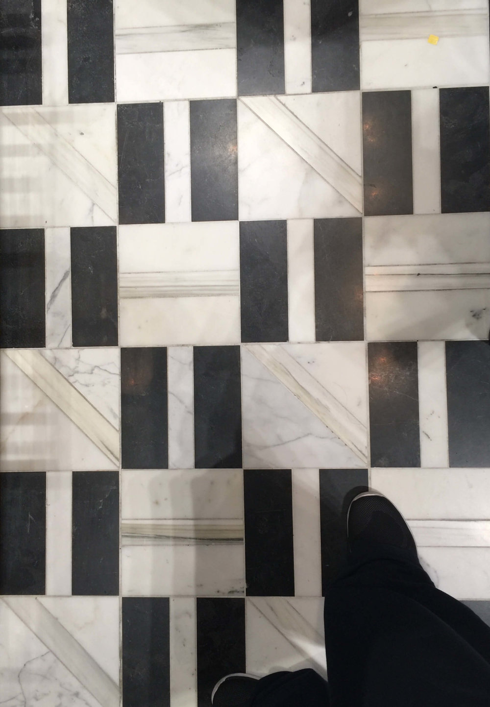Who doesn't love a black and white marble floor? From Ann Sacks. #blackandwhite #marbletile #tile #marblefloors