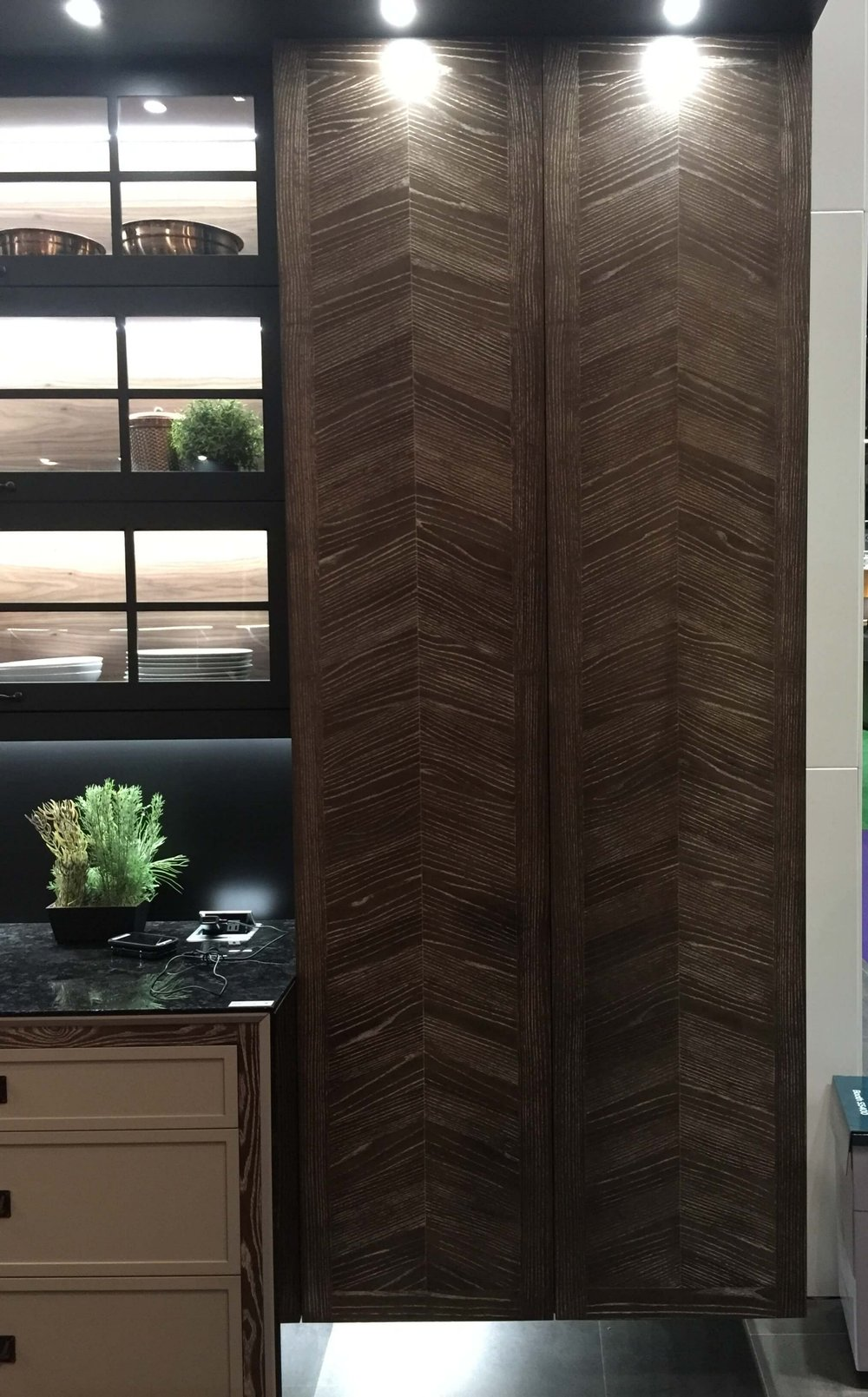 Beautiful chevron patterned oak doors from #cabinetdoors #oakcabinets
