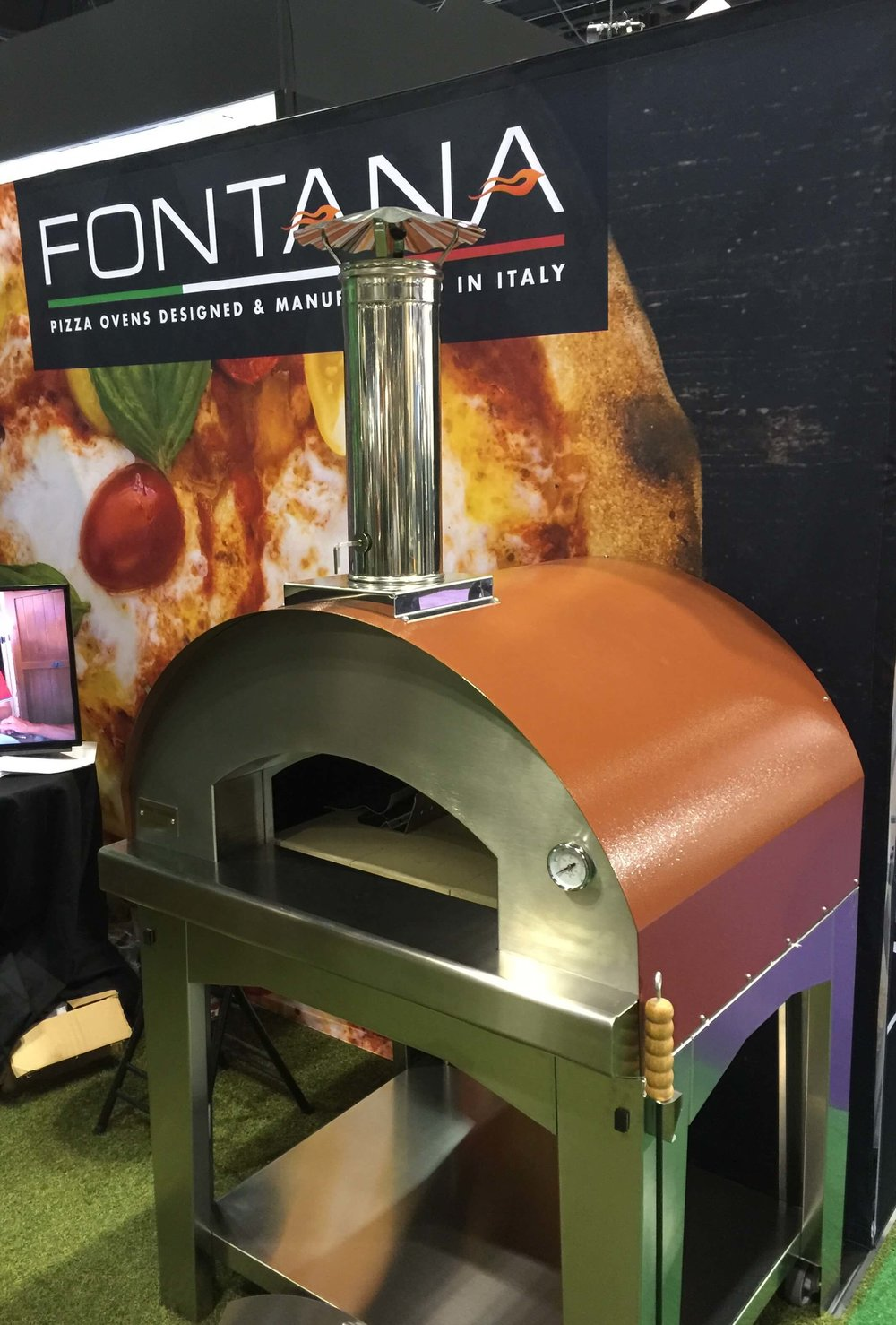 If you don't have room in your kitchen for the indoor model, there are always the outdoor versions! You could have a little piece of Italy in your backyard with these from   Fontana.  #pizzaoven #outdoorpizzaoven