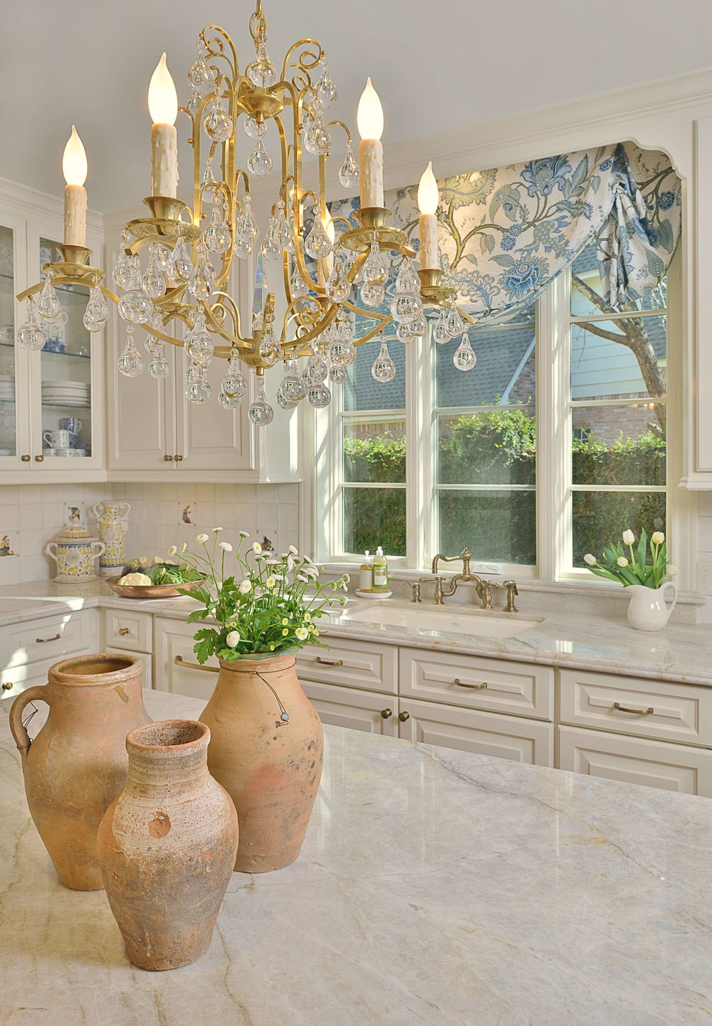 Kitchen Remodel - Designer: Carla Aston #pendantlighting #kitchenlighting #chandelier