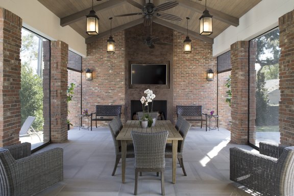Motorized screens make for bug-free outdoor living. The New American Remodel - Orlando, KBIS #screenedporch #outdoorliving