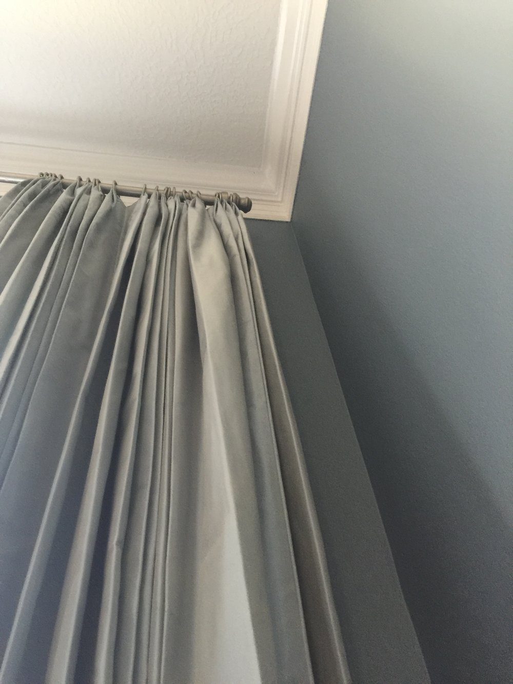 Silk drapery panels in blue gray dining rooom #drapery #silkdrapery #windowtreatments