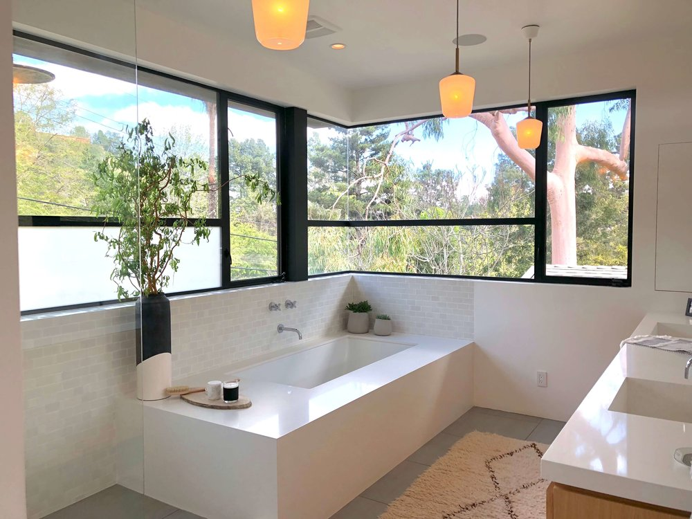 Contemporary master bath with Mondrian style window design | Assembledge+ Architects, Dwell on Design, Los Angeles, California #bathroomdesign #bathroomdesignideas