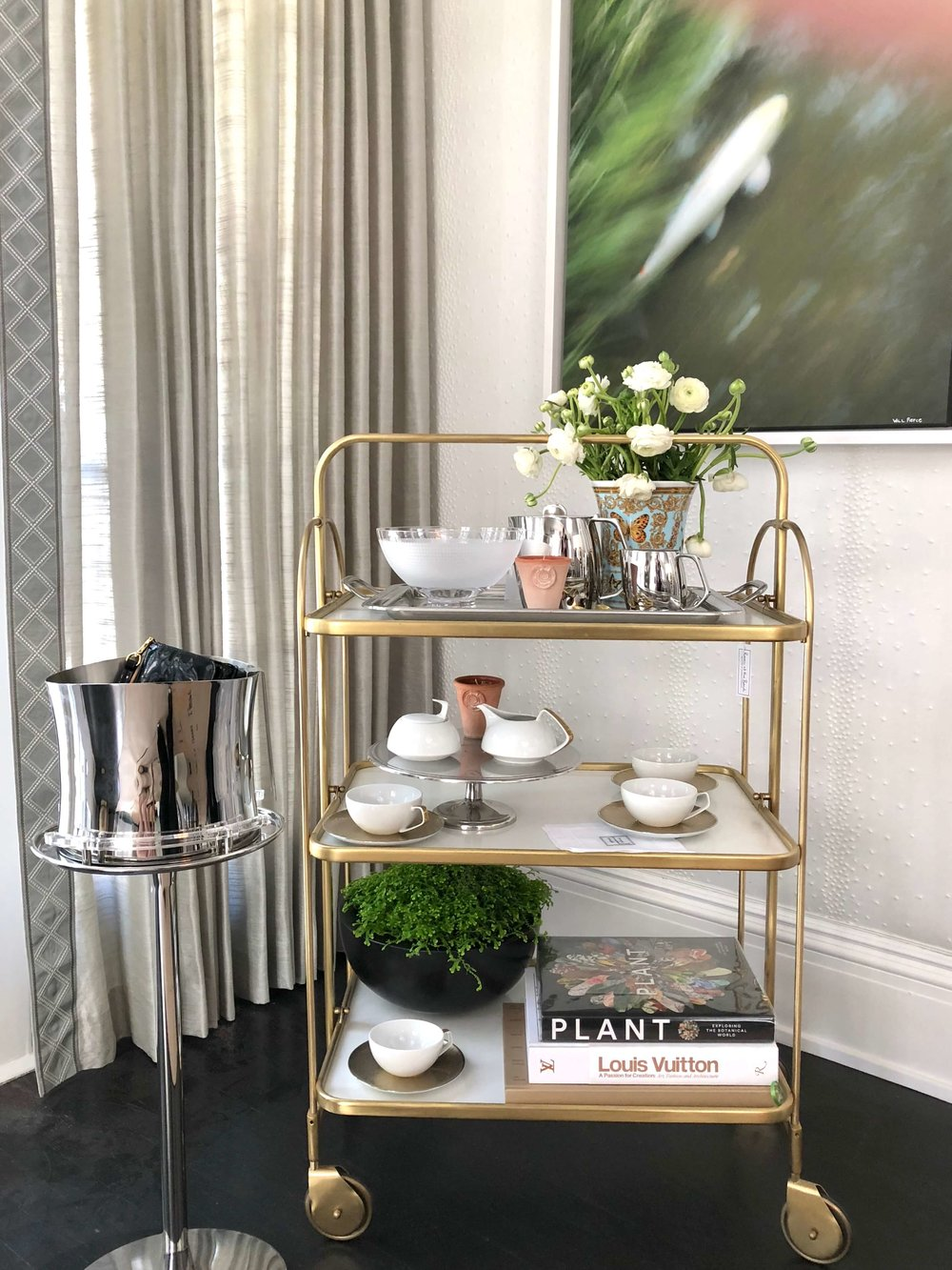 Dining room with bar cart was designed by Elizabeth Lamont, from Room by the Beach, at the Pasadena Showcase House of Design 2018 #diningroom #diningroomideas #barcart