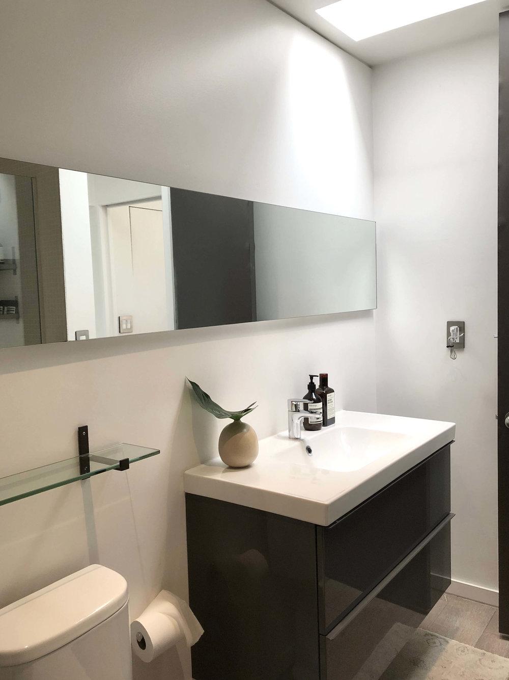 Modern bathroom with horizontal slab mirror and floating vanity #modernbathroom #mirror