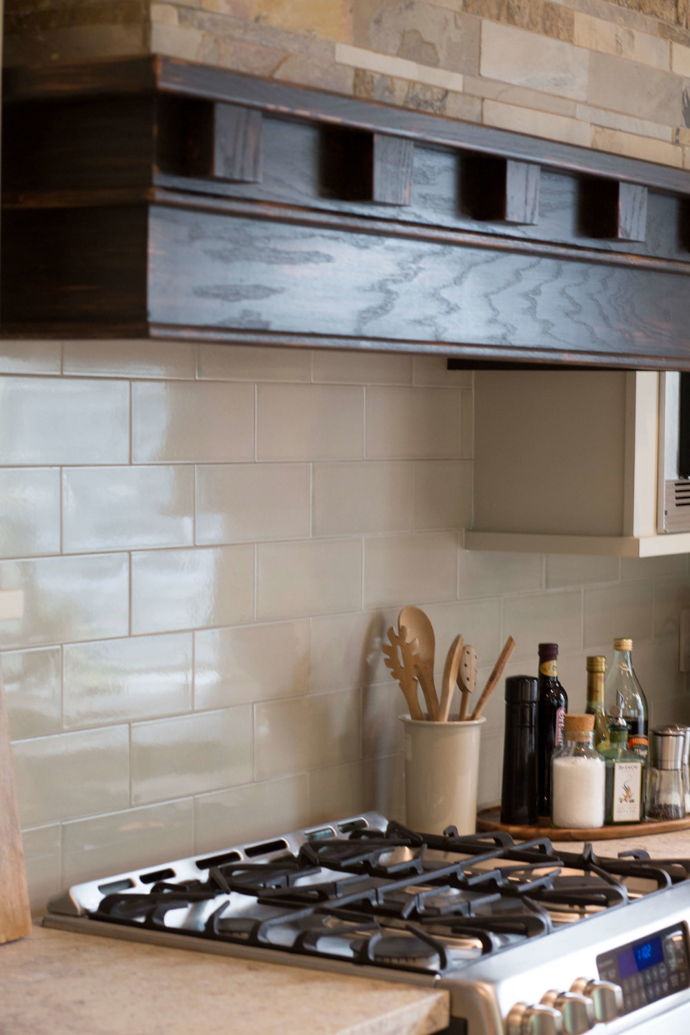 Simple large scale ceramic subway tile with honed granite countertops | Designer: Carla Aston, Photographer: Tori Aston #subwaytile #granitecountertops