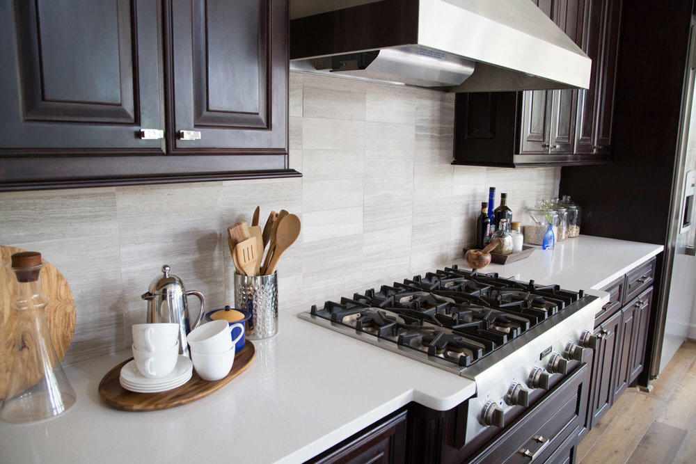 Vein cut limestone tile kitchen backsplash with quartz countertops | Designer: Carla Aston, Photographer: Tori Aston