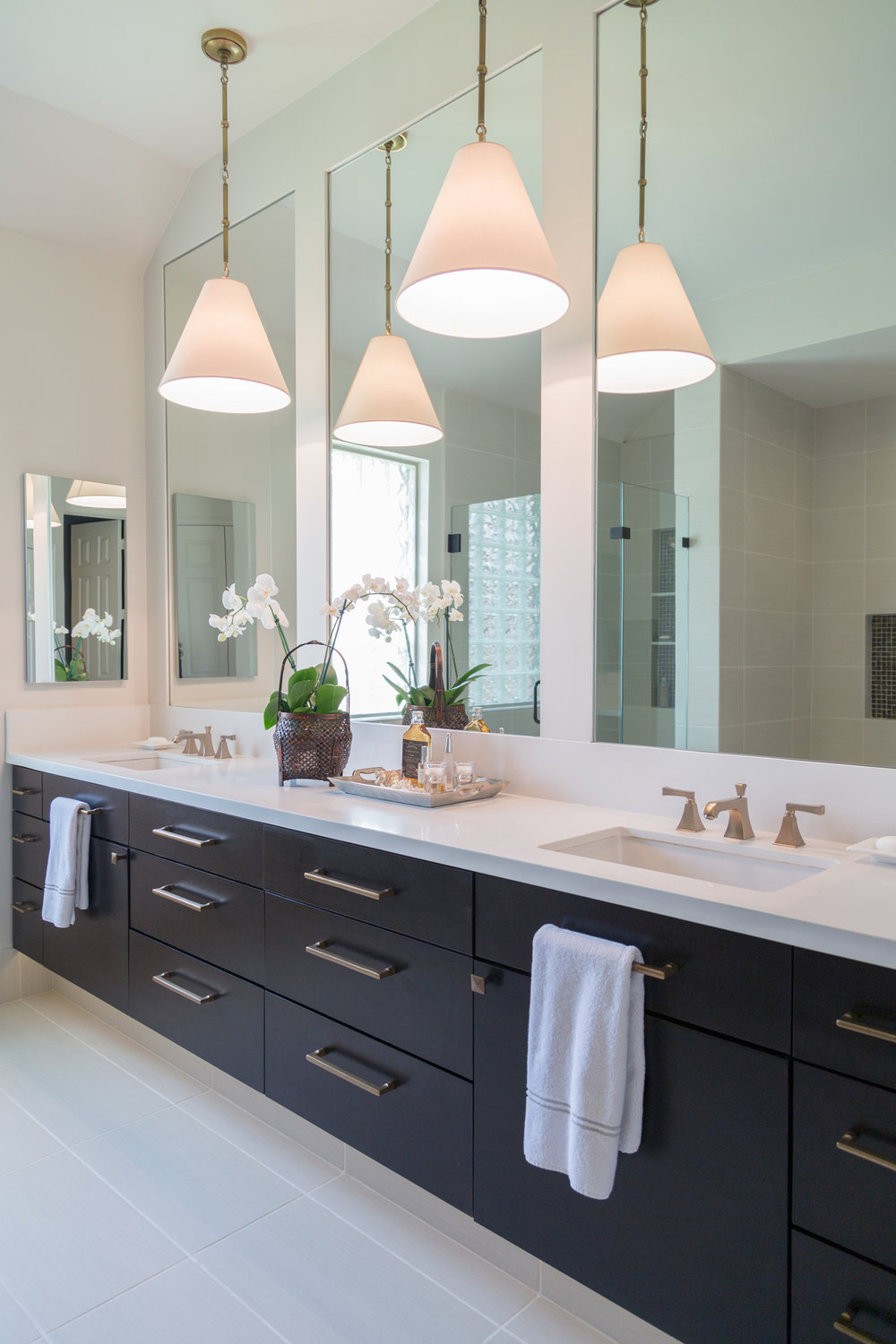 Merveilleux Bathroom Vanity With Tall Mirrors | Designer: Carla Aston, Photographer:  Tori Aston
