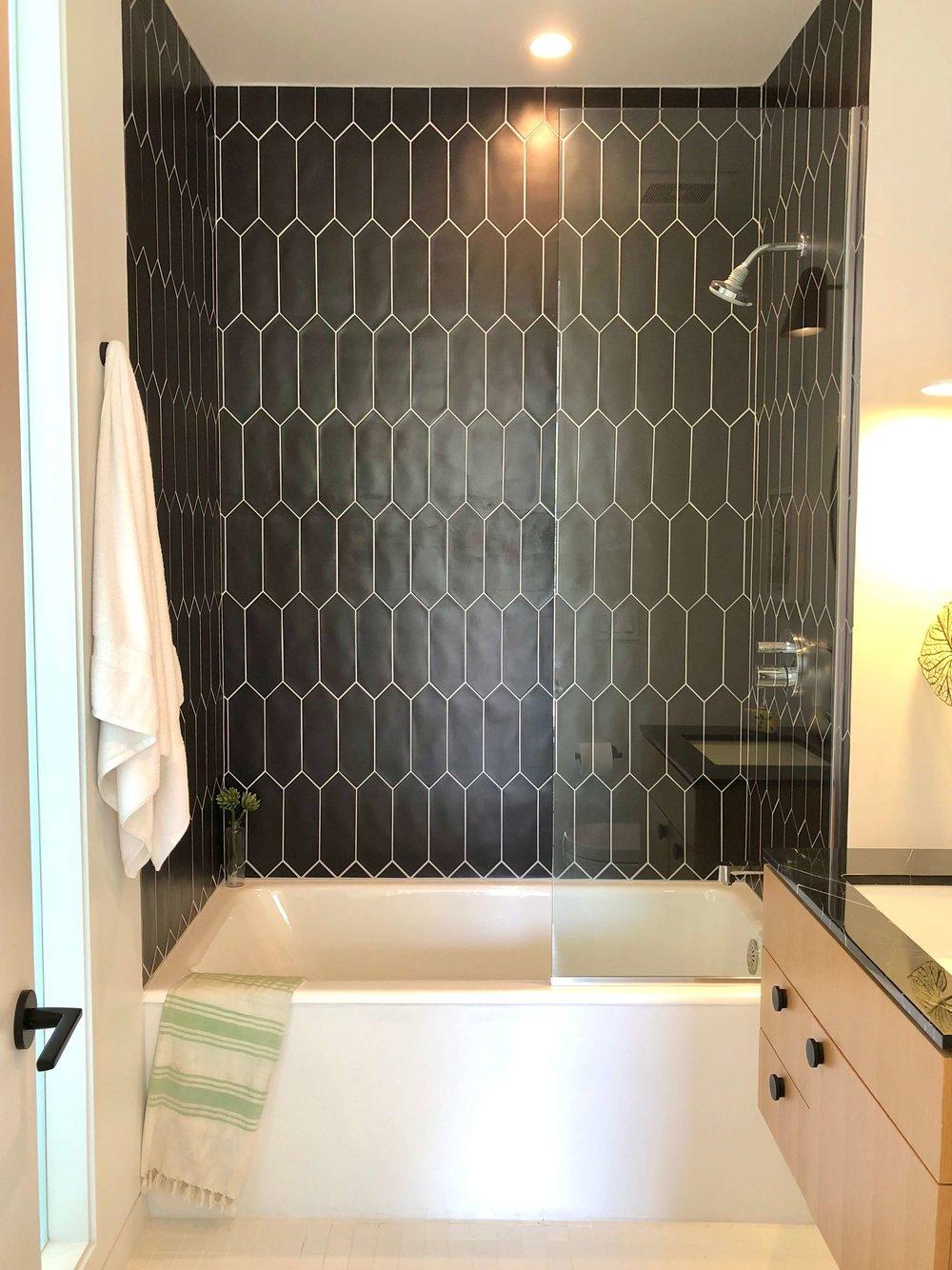 Black and white modern bathroom | California home tour