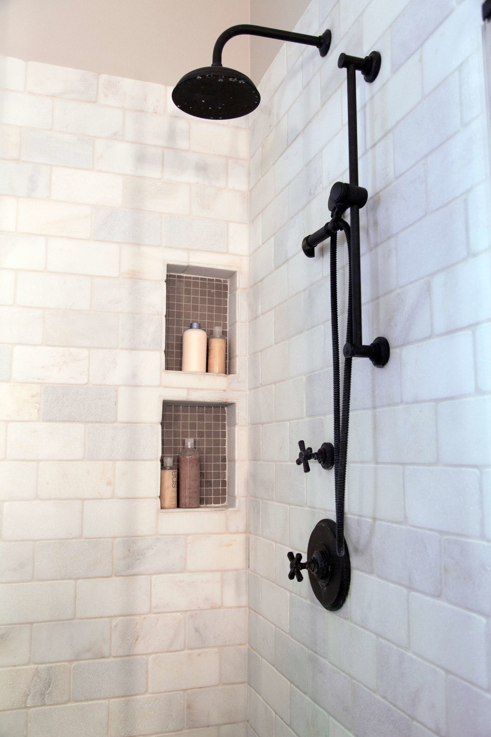 25 Beautiful Shower Niches For Your Beautiful Bath Products, Designer: Carla Aston, Photographer: Tori Aston #shampooniche #showerniche