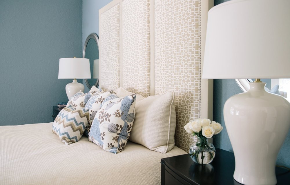Custom bed with bedding and pillows | Designer: Carla Aston, Photographer: Tori Aston #bedroomdesign #headboard