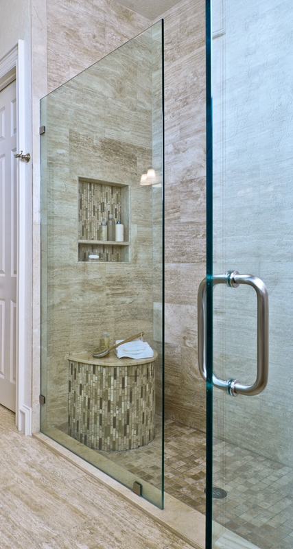 Shower with half round bench and shampoo niche | Designer: Carla Aston