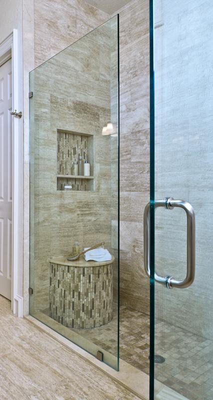 Shower with half round bench and shampoo niche | Designer: Carla Aston