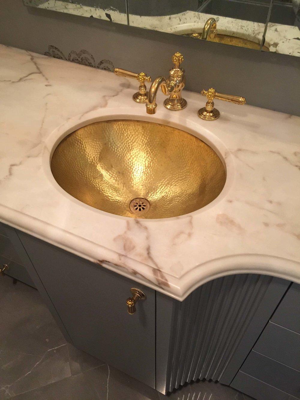 POWDER BATH ROUND UP |Powder bath with brass hammered sink and faucet | Designer:  Beth Lindsey , seen at  ASID Showhouse 2017  #powderbath #powderroom
