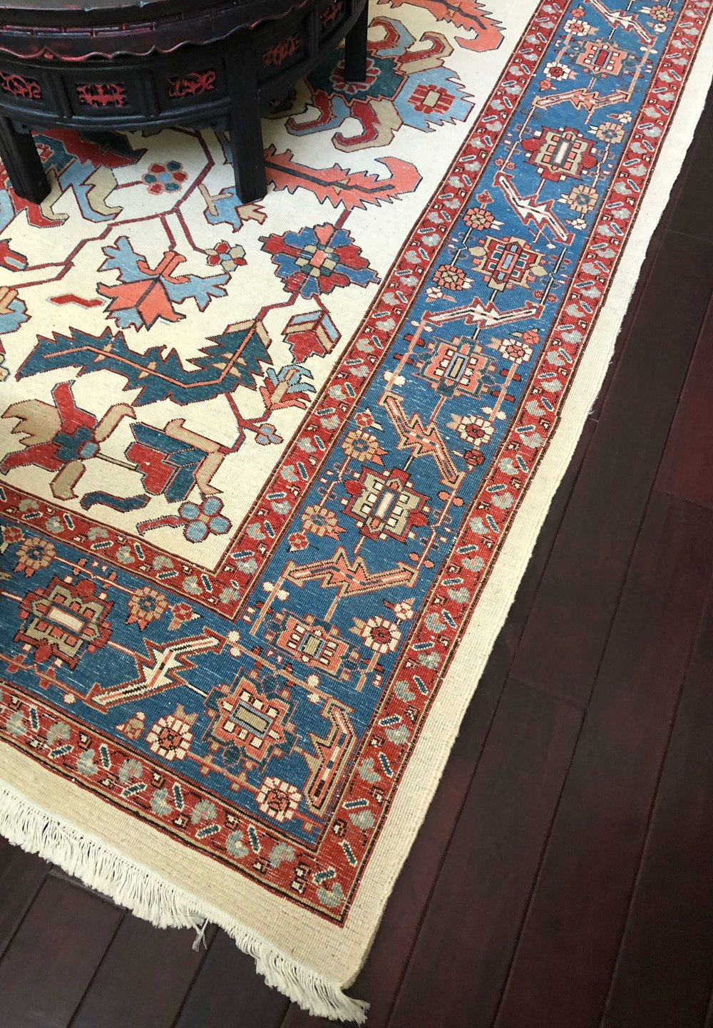 DECORATING TRICK to tone down brightly colored rugs | Such a nice look on the back side #rugs #orientalru