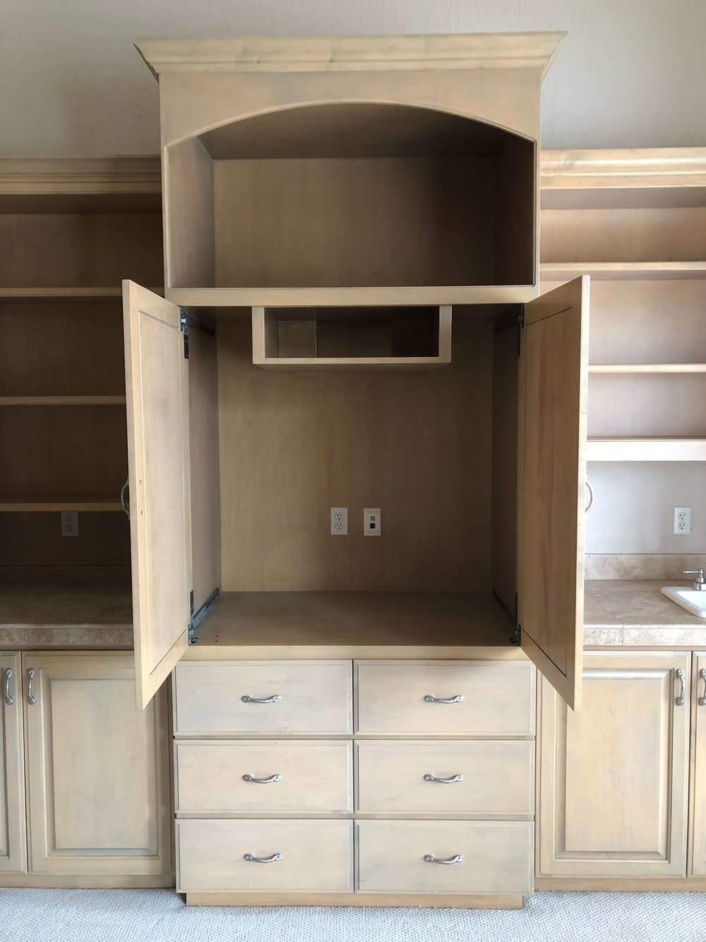 Dated, deep tv built-in will be removed for resale. #stagedtosell #homestaging#sellingahouse #stagingtosell #stagingideas