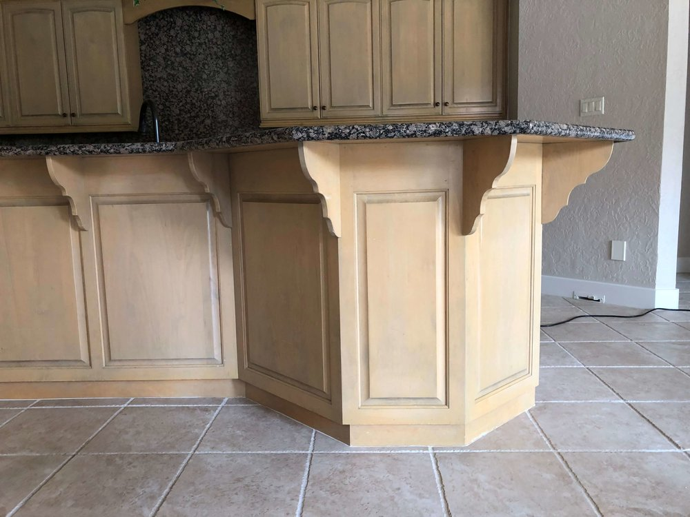 BEFORE - Kitchen island convoluted shape with curvy brackets