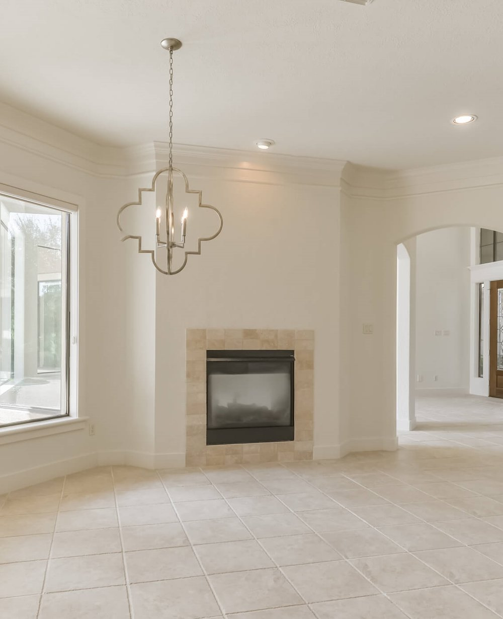 AFTER - New lighting and a less fussy tile surround helped update this breakfast room area just opposite the kitchen. Designer: Carla Aston | #breakfastroom #fireplace #quatrefoil