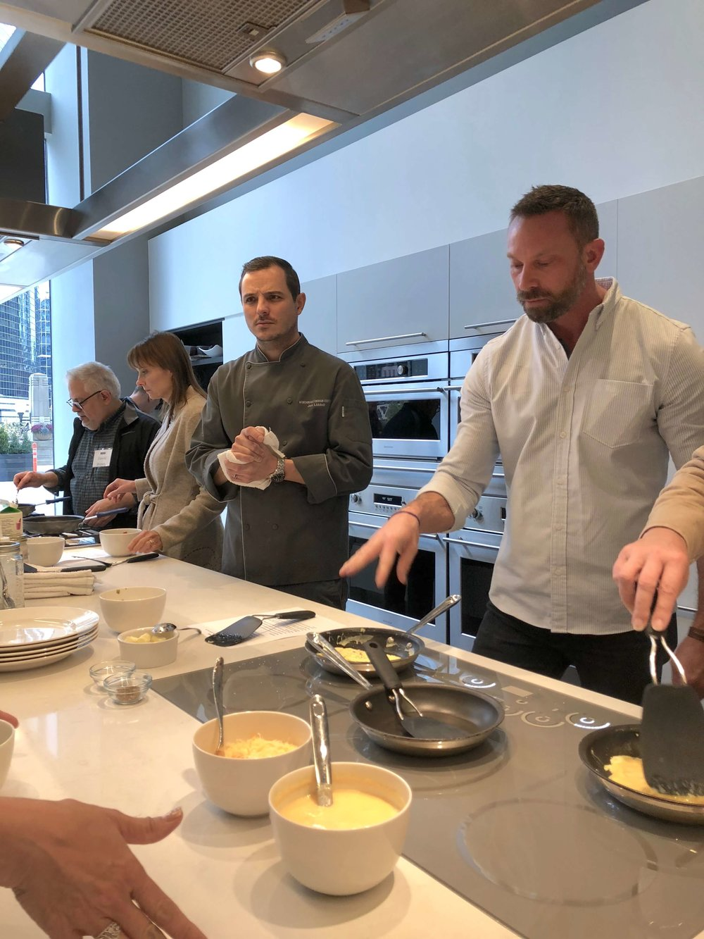 Cooking with a chef at Monogram Appliances showroom #inductioncooktop #monogramappliances