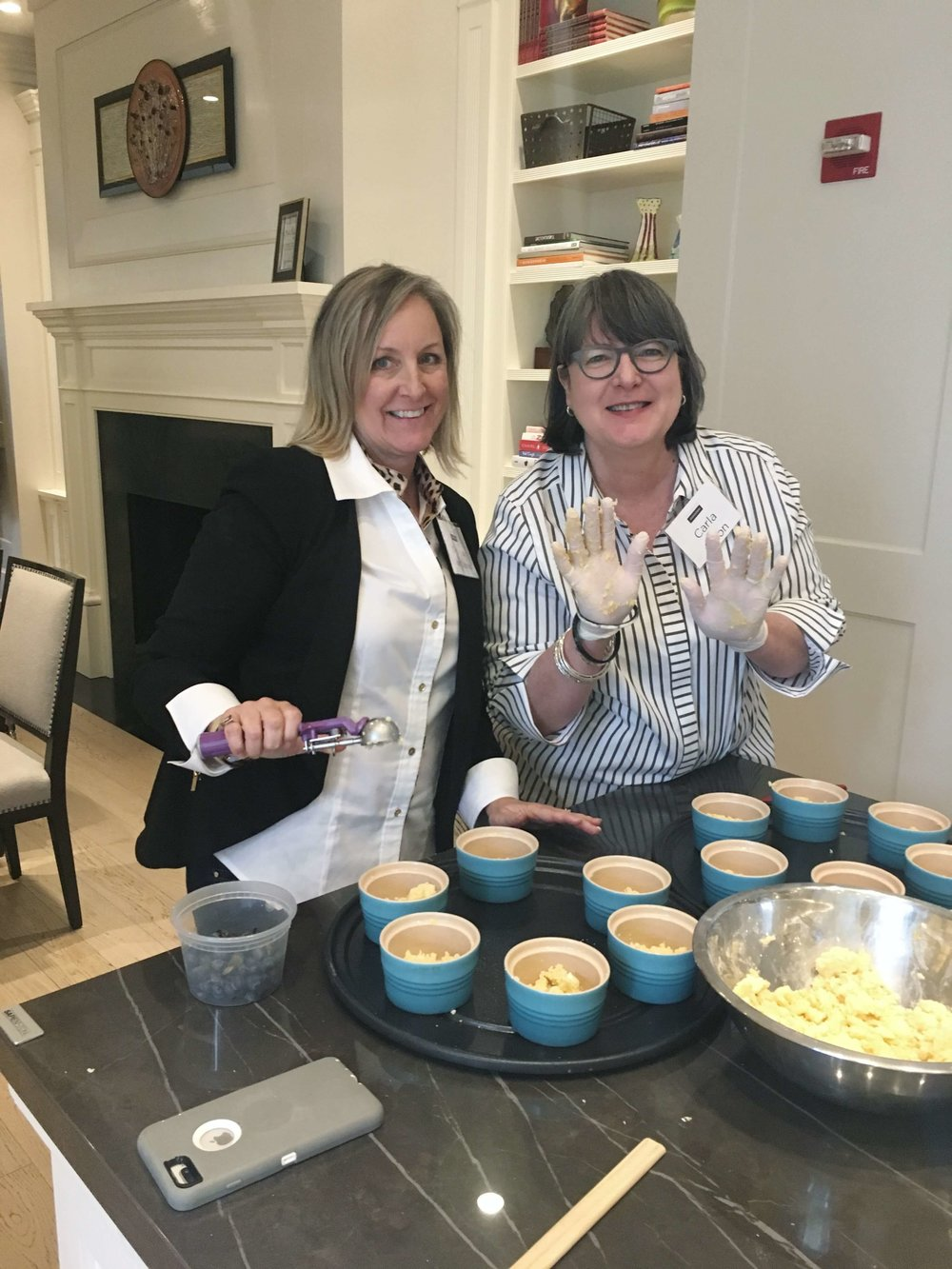 Deborah von Donop and I making a berry crumble. Cooking with a chef at Monogram Appliances showroom #monogramappliances